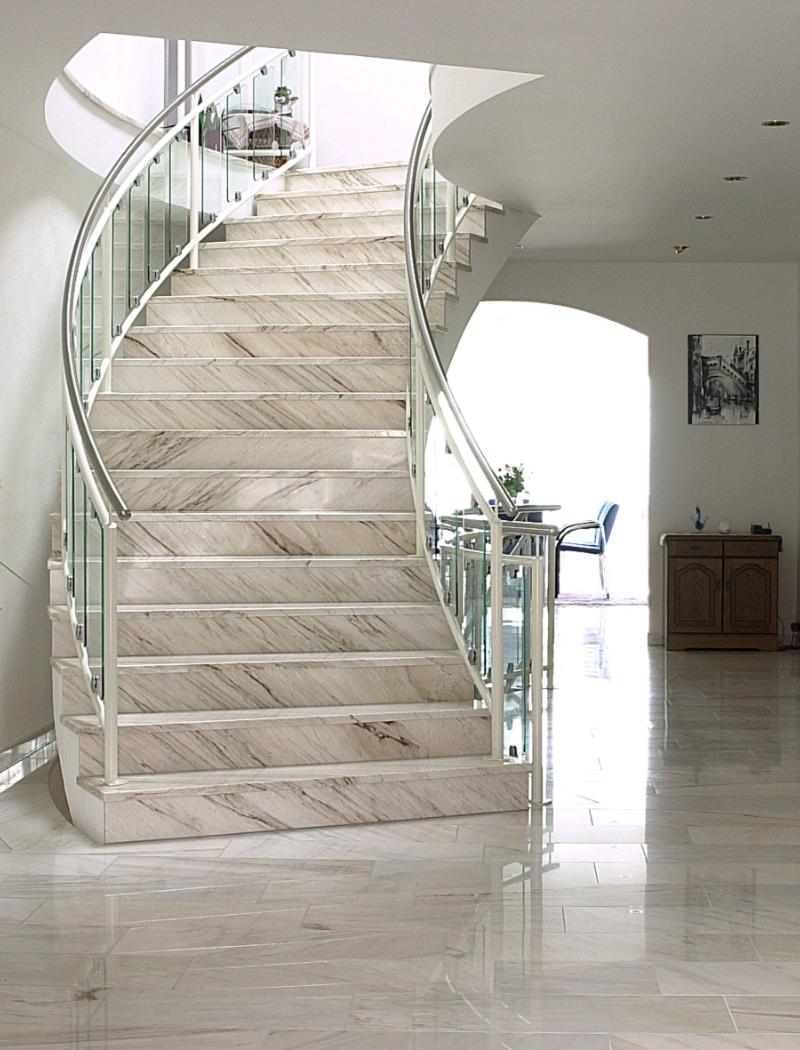 Treppe aus Keramikplatten